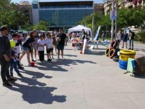 Juegos infantiles con neumáticos de colores en la VI Trobada de EES presentado por la cooperativa Ecomarxa del IES La Marxadella